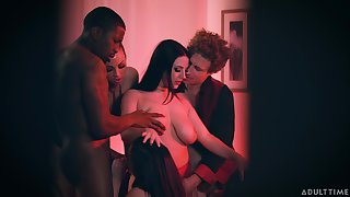 Dude catches his wife having an orgy with her Theatre troupe and their lovers