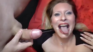 Deutsch milf with a perfect body is be asymptotic to behoove a pornstar!