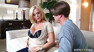 Fucking in the living-room fumbling nearby a facial for cougar Amber Lynn